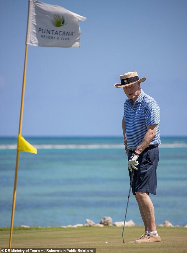 Bill Clinton en República Dominicana jugando golf